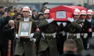 Εκτός ελέγχου ο Ερντογάν: Απαγόρευσε στην αντιπολίτευση να παρευρίσκεται σε κηδείες στρατιωτών