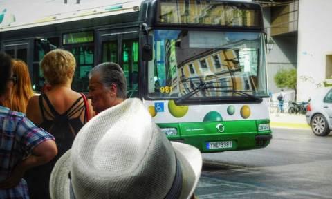 В Греции пассажиров автобусов и троллейбусов будут запускать только через переднюю дверь
