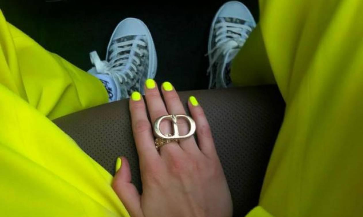 Αν είσαι έτοιμη για ένα neon μανικιούρ, τότε κάν'το όπως η Gigi Hadid
