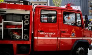 Φωτιά σε κτήριο στο κέντρο της Αθήνας (vid)
