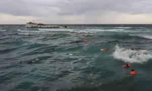 Ινδονησία: Τουλάχιστον 16 νεκροί από το ναυάγιο φέριμποτ - Σοκαριστικές εικόνες (pics+vid)