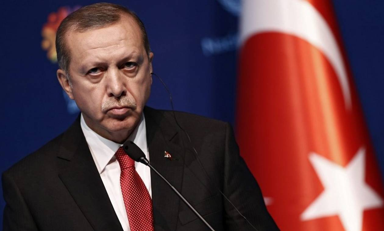 Τουρκία: Δημοσιεύθηκε το διάταγμα που παραδίδει όλες τις εξουσίες στα «χέρια» του Ερντογάν