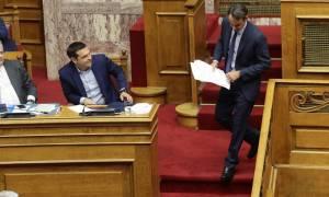 Βουλή: Τα «όπλα» Τσίπρα – Μητσοτάκη στη μάχη για την οικονομία