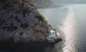 Το εκπληκτικό εκκλησάκι που φτιάχτηκε από κρασί και χώμα (video)