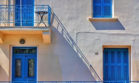 Γιατί αυτό το Καλοκαίρι ο Έλληνας θα «πριζώσει» τη φάση στο εξοχικό