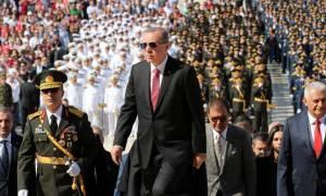 Χούντα Ερντογάν στην Τουρκία: Συνέλαβαν Βρετανούς τουρίστες για «τρομοκρατική προπαγάνδα»