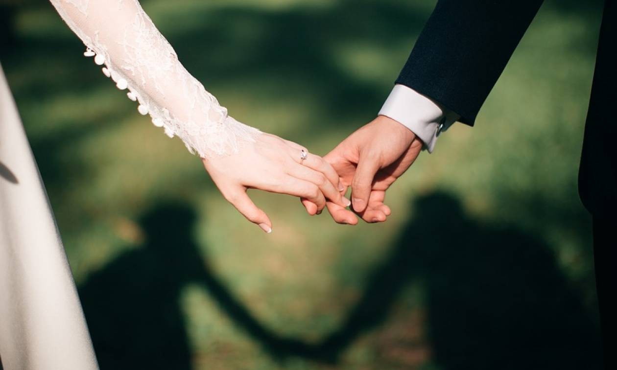 Χαμός σε γάμο στη Λάρισα: Με αυτό που τους έκανε η καλεσμένη την πήραν όλοι στο κυνήγι!