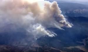 Τεράστια πυρκαγιά μαίνεται ανεξέλεγκτη σε Καλιφόρνια και Όρεγκον – Τουλάχιστον ένας νεκρός (Vid)
