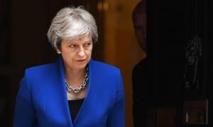 Η Μέι απειλεί να αποπέμψει τον ΥΠΕΞ Τζόνσον αν υπονομεύσει τη θέση της κυβέρνησης για το Brexit