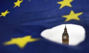 Βρετανία: Τη δημιουργία μιας «ζώνης ελευθέρου εμπορίου» με την ΕΕ προτείνει η κυβέρνηση