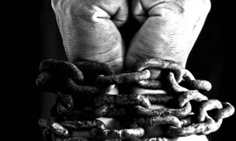 Λευκωσία: Οικιακή βοηθός έδενε με αλυσίδες στο κρεβάτι νεαρό και τον κακοποιούσε σεξουαλικά