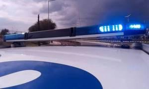 Αδιανόητο: 34χρονος οδηγούσε ενώ κρατούσε στα πόδια του παιδάκι ηλικίας δυόμιση ετών