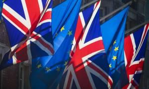 Αλλαγή σκυτάλης στη Βρετανία: O νέος υπουργός για το Brexit έχει μαύρη ζώνη στο καράτε! (pic)