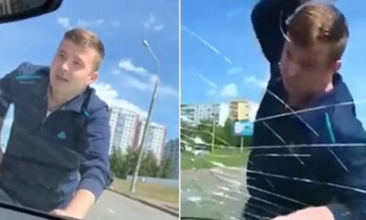 Άντρας τρελάθηκε, έσπασε το τζάμι στο ΙΧ της πρώην του και πήρε το παίδι τους που σπάραζε στο κλάμα
