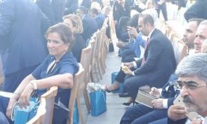 «Πόλεμος» Μαξίμου - ΝΔ για την παρουσία Μπακογιάννη στην τελετή ορκωμοσίας του Ερντογάν