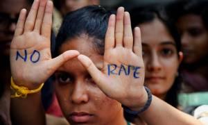 Ινδία: Θανατική ποινή σε τρεις άνδρες που κατηγορούνται για τον ομαδικό βιασμό φοιτήτριας