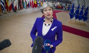 Ανησυχία στη Βρετανία για «άτακτο» Brexit: Αυστηρό μήνυμα Μέι προς την ΕΕ (vid)