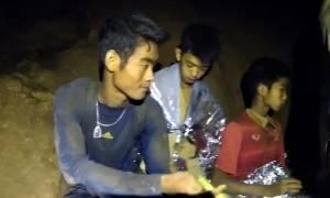 Ταϊλάνδη: Το «μυστικό» του προπονητή που βοήθησε τα παιδιά να επιβιώσουν στο σπήλαιο