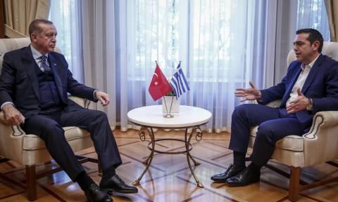 Νέος… γύρος «χαρτοπόλεμου» κυβέρνησης – ΝΔ για Ερντογάν και Μπακογιάννη