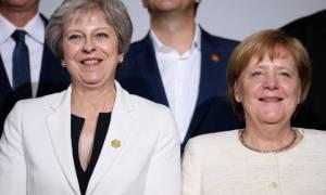 Η Μέρκελ καλωσορίζει τις προτάσεις της Μέι για το Brexit