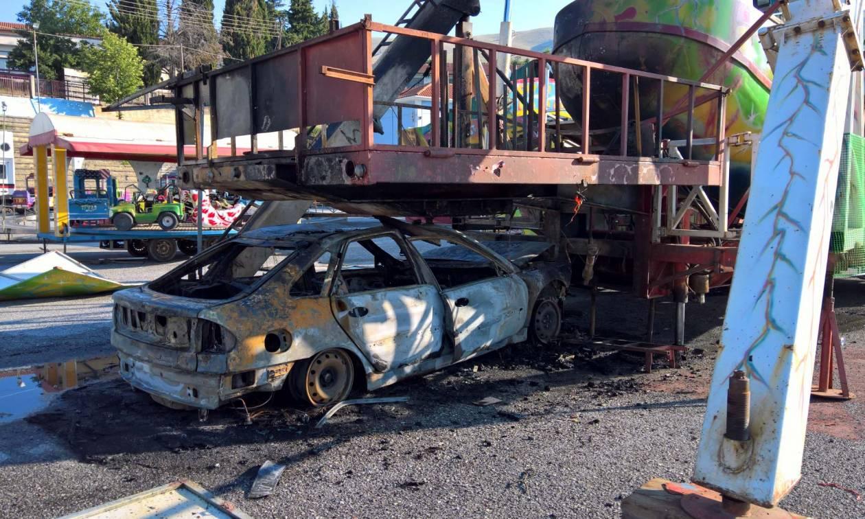 Κοζάνη - Πανικός σε λούνα παρκ: Φλεγόμενο όχημα «καρφώθηκε» σε παιχνίδι – Δείτε τις εικόνες - τρόμου
