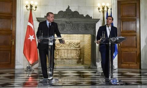 Αντίστροφη μέτρηση για την κρίσιμη συνάντηση: Τα βλέμματα στραμμένα στο τετ α τετ Τσίπρα – Ερντογάν