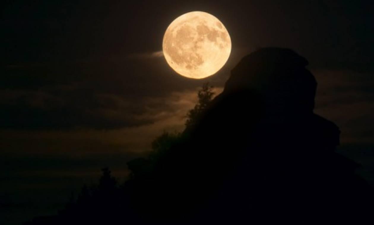 Πρακτορείο προσφέρει πακέτο για πρόταση γάμου γύρω από τη Σελήνη - Πόσο κοστίζει