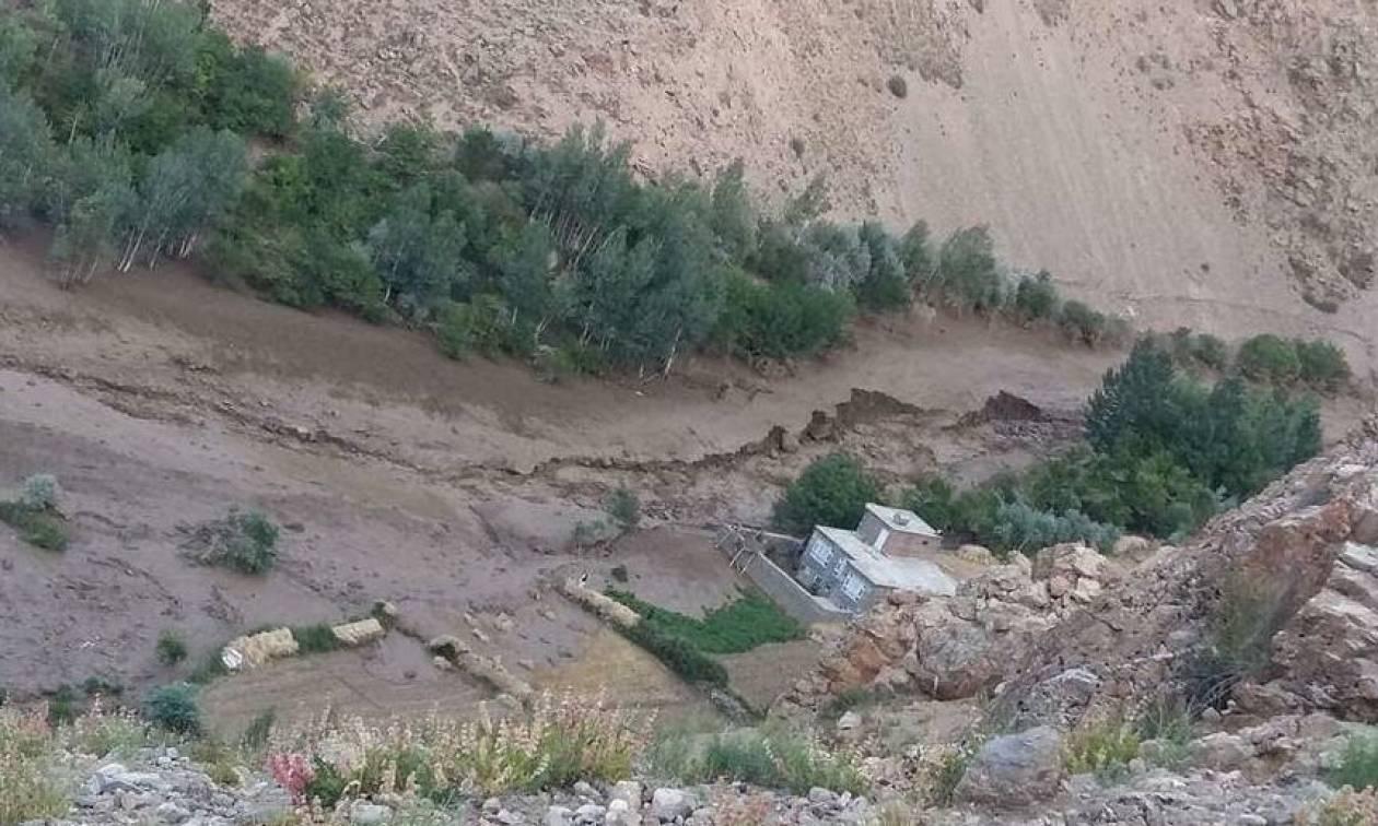 Αφγανιστάν: Τουλάχιστον 10 νεκροί από κατολίσθηση (pics)