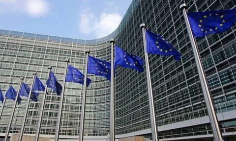 Κομισιόν: Η ελληνική οικονομία θα συνεχίσει να ανακάμπτει και τα επόμενα χρόνια