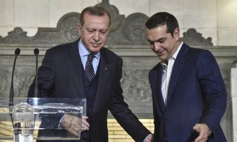 Σε εξέλιξη η κρίσιμη συνάντηση Τσίπρα - Ερντογάν στις Βρυξέλλες