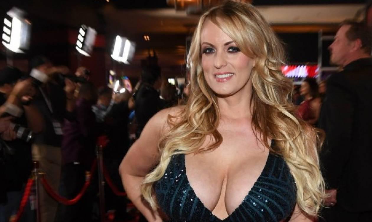 Συνελήφθη σε στριπ κλαμπ η πορνοστάρ Στόρμι Ντάνιελς επειδή άφησε πελάτη να την... (vids+pics)