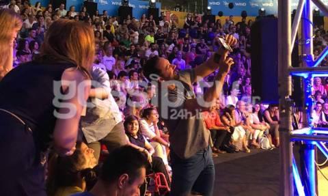 Survivor 2 Ημιτελικός: Ο Σάκης Τανιμανίδης κοντά στο κοινό