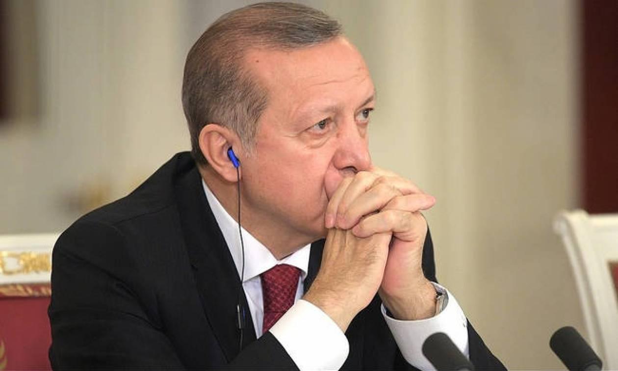 Σε κατάσταση απελπισίας ο Ερντογάν: Κατέρρευσε και πάλι σε ιστορικό χαμηλό η τουρκική λίρα