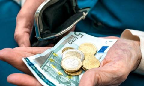 Συντάξεις: Ποιοι συνταξιούχοι θα δουν μειώσεις άνω των 300 ευρώ
