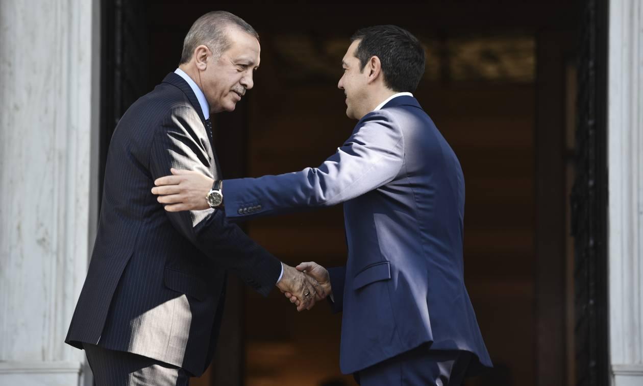 Το παρασκήνιο της συνάντησης Τσίπρα - Ερντογάν και το «θρίλερ» με τους Έλληνες στρατιωτικούς