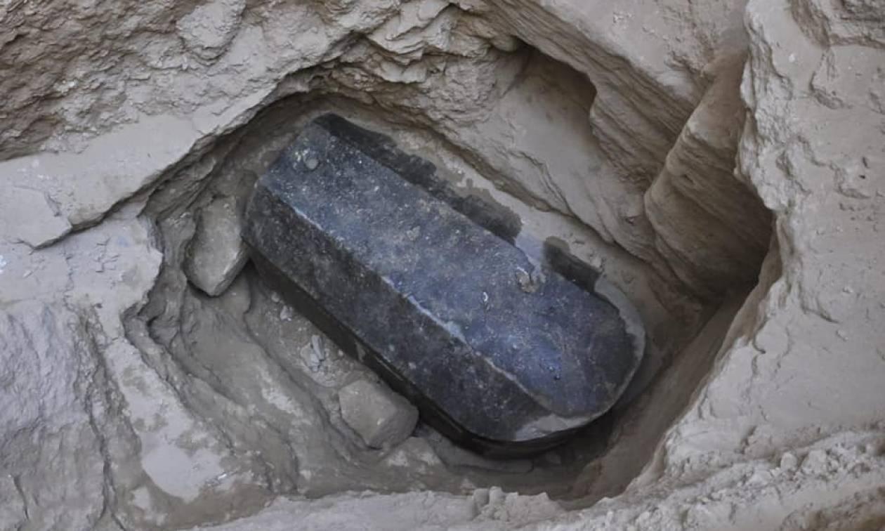 Αίγυπτος: Μυστήριο με σφραγισμένη γρανιτένια σαρκοφάγο 2.000 ετών - Γιατί φοβούνται να την ανοίξουν