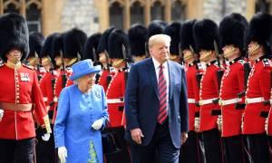 Βρετανία: Ο πρόεδρος Τραμπ έγινε δεκτός από τη βασίλισσα Ελισάβετ (vids)