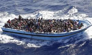 «Θρίλερ» στη Μεσόγειο: Αρνούνται τη διάσωση ακυβέρνητου πλοίου με 450 μετανάστες