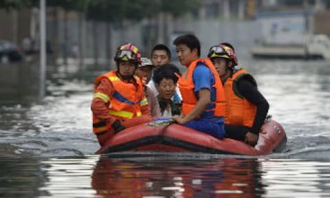 Κίνα: Καταστροφές και χάος από τις σφοδρές βροχοπτώσεις