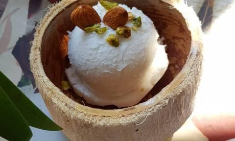 Φτιάξε παγωτό καρύδα με τρία υλικά μόνο