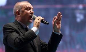 Ερντογάν: Δεν θα ξεχάσουμε ποτέ αυτούς που έφυγαν μετά το πραξικόπημα (vids)