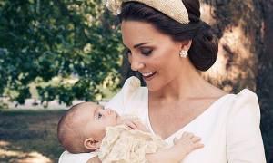 Οι επίσημες φωτογραφίες από τη βάφτιση του πρίγκιπα Louis που πρέπει να δείτε (pics)