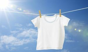 Δείτε πώς φεύγει η κιτρινίλα από τα λευκά ρούχα!