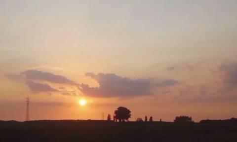 Εμφανίστηκε UFO ή είναι η τέλεια οφαλμαπάτη; (video)