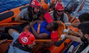 Ο Μαρκ Γκασόλ βοηθά πρόσφυγες στη Μεσόγειο: «Απάνθρωπο και εγκληματικό να πεθαίνουν έτσι»