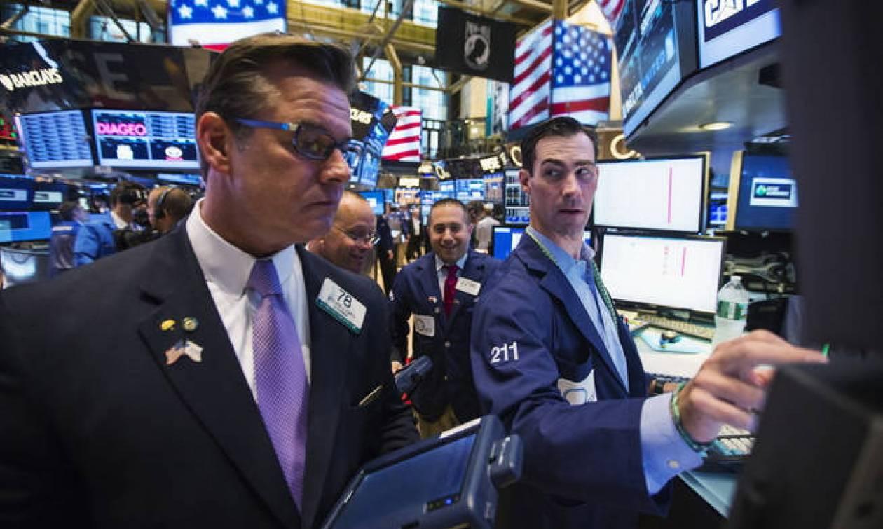 Τα εταιρικά αποτελέσματα έφεραν οριακές απώλειες στη Wall Street