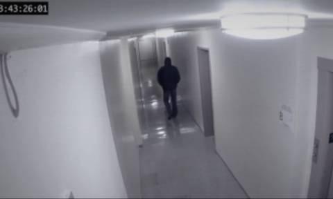 Κάμερα ασφαλείας κατέγραψε… σκιά η οποία επιτέθηκε σε άνδρα (video)