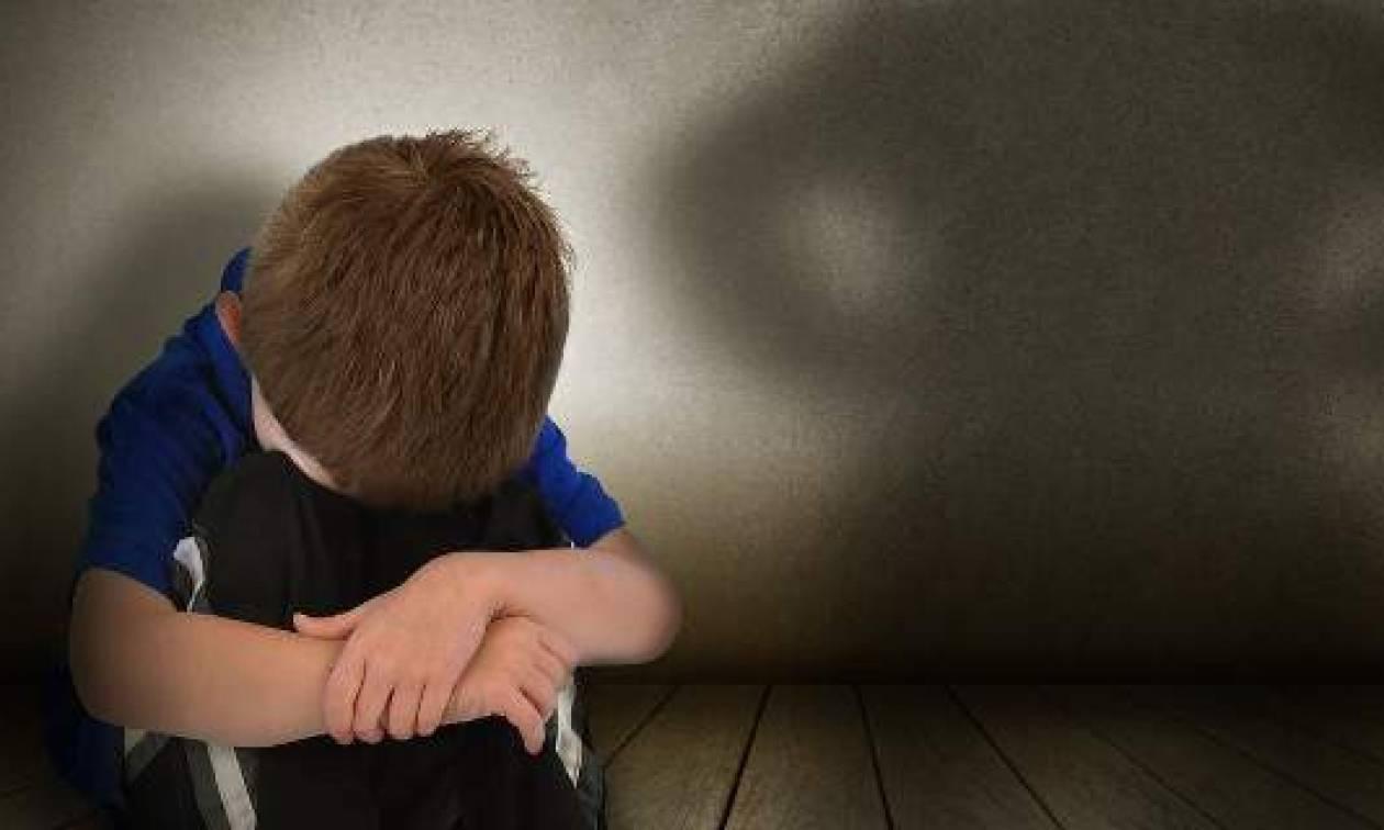 Φρίκη – Παιδεραστής «μοίραζε» στο Διαδίκτυο σκληρό πορνογραφικό υλικό με παιδιά