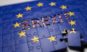 Οι Βρετανοί απορρίπτουν το σχέδιο της Μέι για το Brexit
