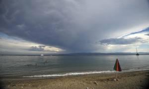 Ο καιρός τρελάθηκε: Με καταιγίδες αλλά και υψηλές θερμοκρασίες η Δευτέρα (pics&vid)